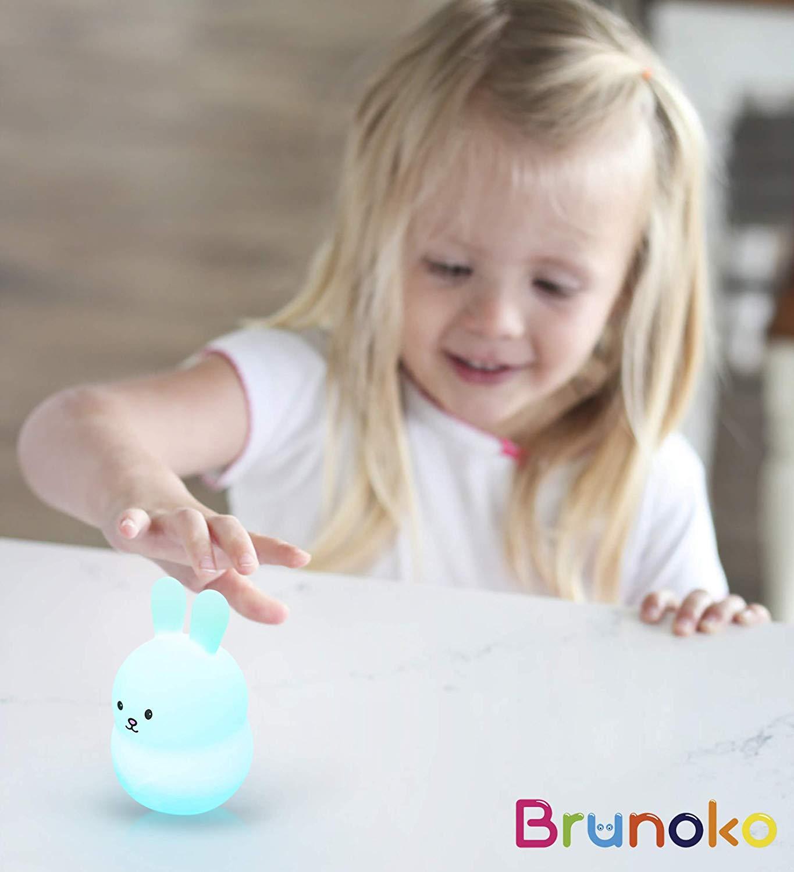 BRUNOKO [bébé veilleuse portable et rechargeable à 9 couleurs] 2019 Nouveau Petit LED multicolore lampe de nuit pour enfants - USB rechargeable avec télécommande - silicone souple et lavable [Classe énergétique A+]